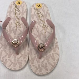 🔥Sale🔥Michael Kors Soft Pink Sandals size 11 Nwt